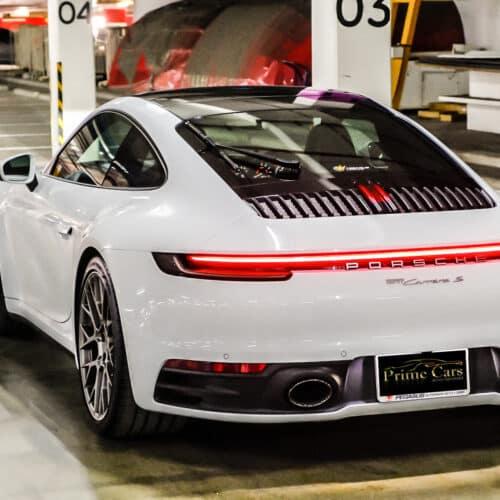 Porsche 911 Carrera S 992 ด้านท้ายที่สวยงาม