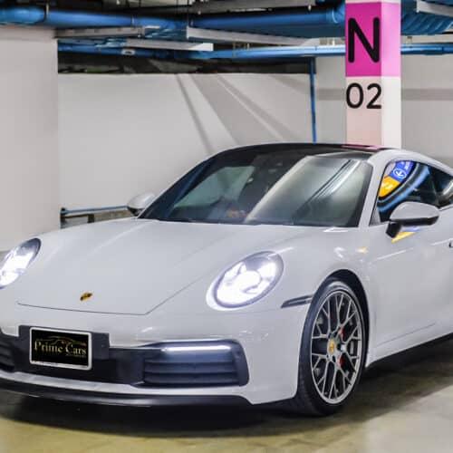 ด้านหน้ามุมซ้ายของ Porsche 911 Carrera S 992