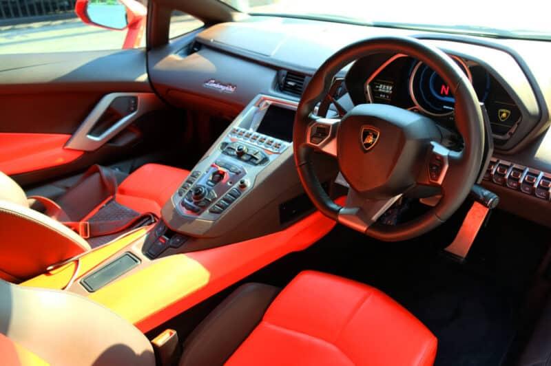 Lamborghini Aventador LP700-4 เช่าขับเอง