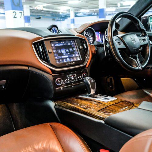 ภายในที่หรูหราของ Maserati Ghibli