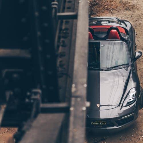 เช่า Porsche 718 Boxster เปิดประทุน เบาะแดง