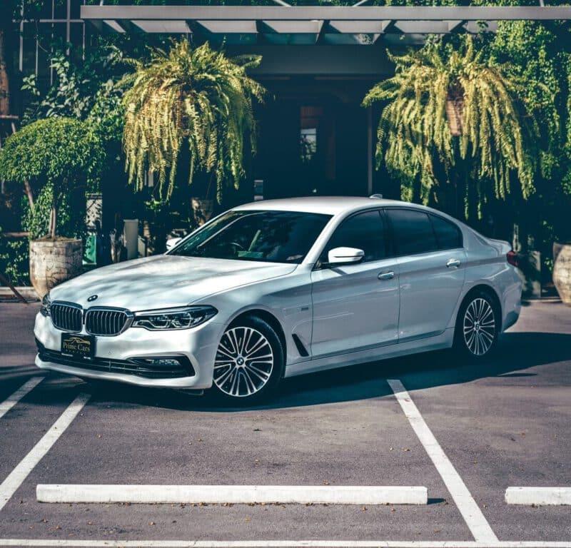 เช่ารถหรูขนาดกลาง Mid Size Luxury Car Rental 2019 BMW 5 Series