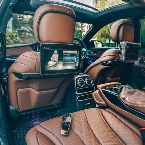 เบาะนั่ง Exclusive Lounge ของ Mercedes-Benz S Class 2021 เช่าขับเอง
