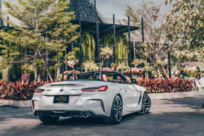 ด้านหลังของรถหรูเปิดประทุน BMW Z4