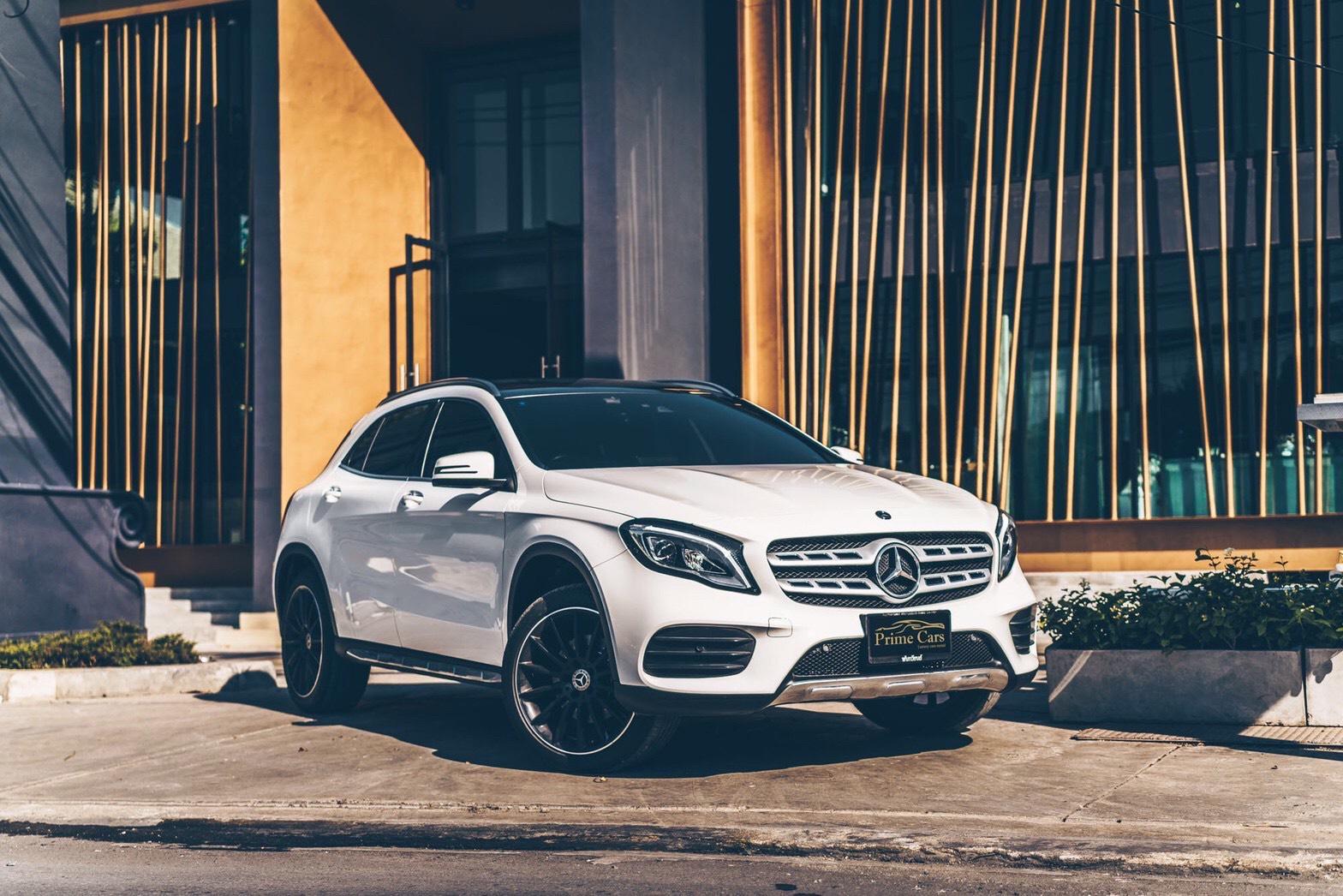 รถหรูให้เช่า Mercedes-Benz GLA250 AMG