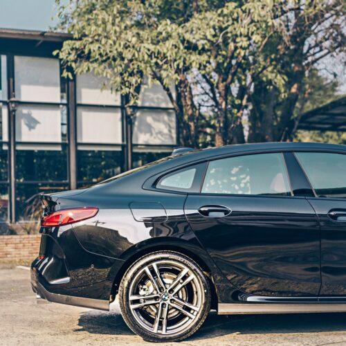 ด้านข้างของ BMW 2 Series 220i M Sport