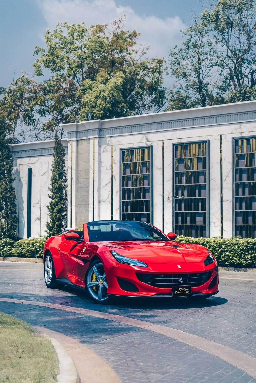 เช่ารถสีแดง Ferrari Portofino