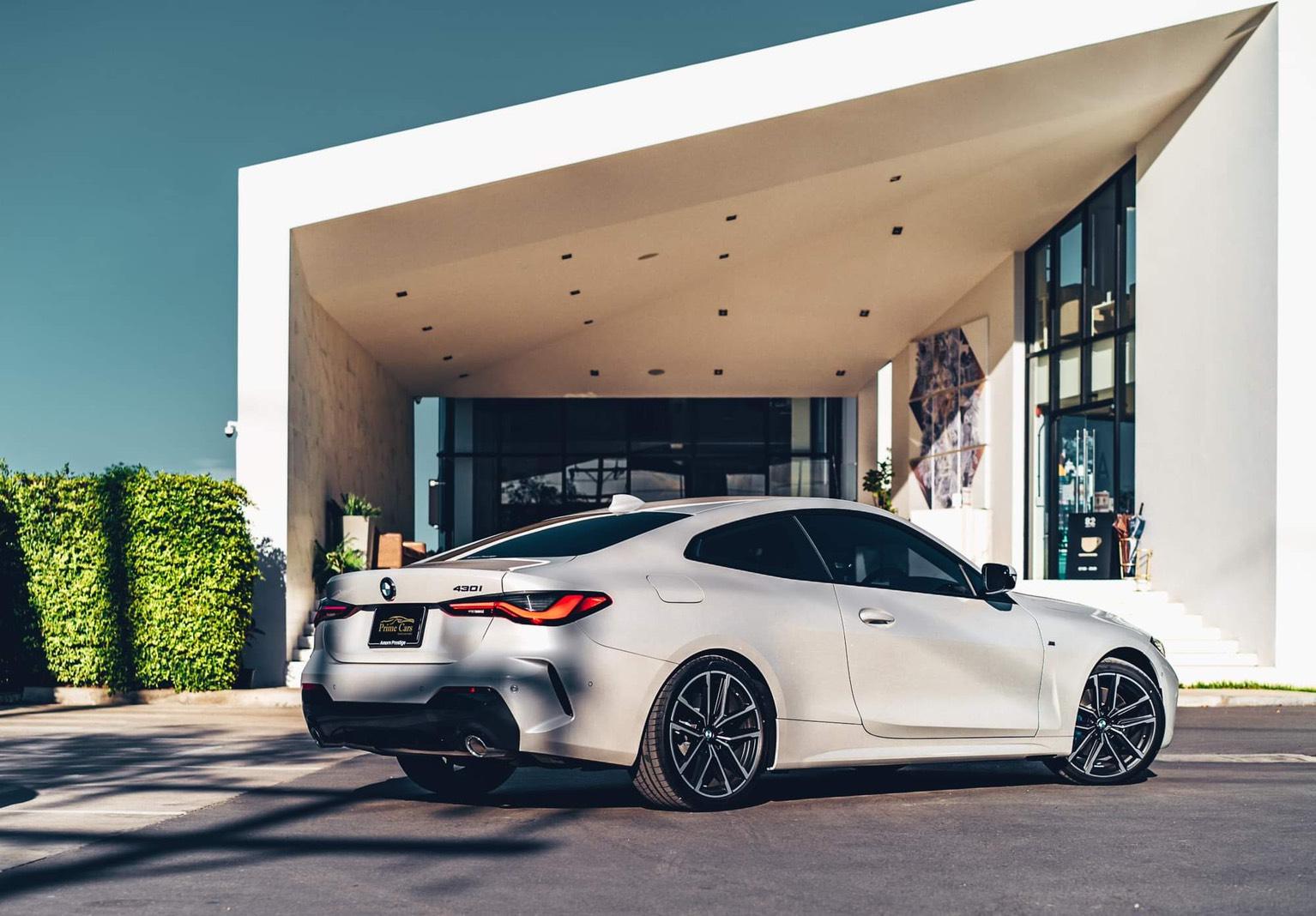 เช่ารถ BMW Series 4 G22 ด้านหลัง