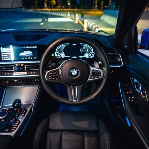 ที่นั่งคนขับของ BMW 330e M Sport
