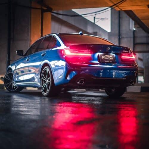 มุมมองด้านท้ายของ BMW Series 3 รุ่นใหม่