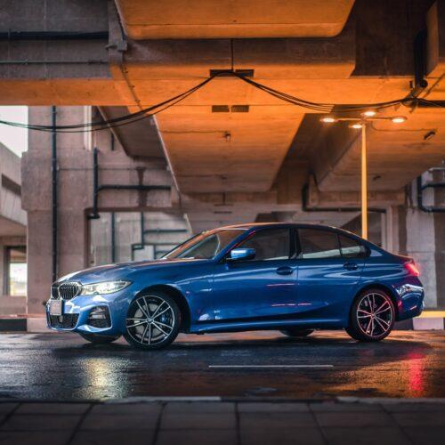 BMW 3 Series สีน้ำเงิน