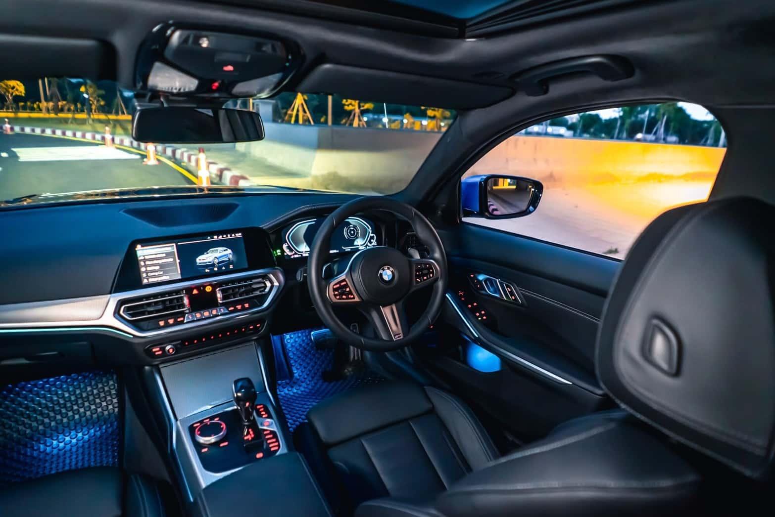 รถ BMW 330e M sport interior
